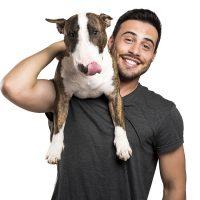 Парень с собакой на плече